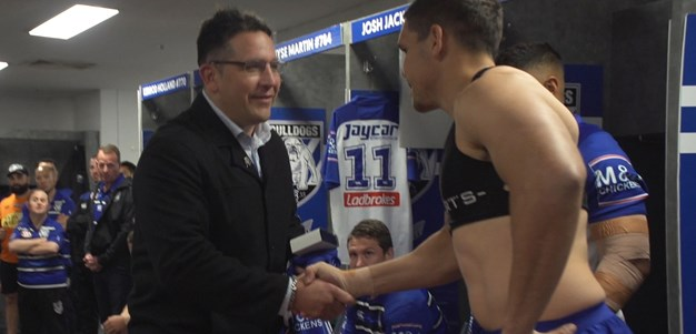 Steve Price presents Chris Smith with debut jersey